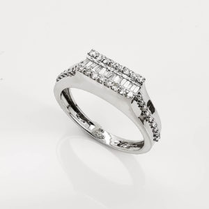 خاتم ذهب ابيض الماس مدور وباقيت